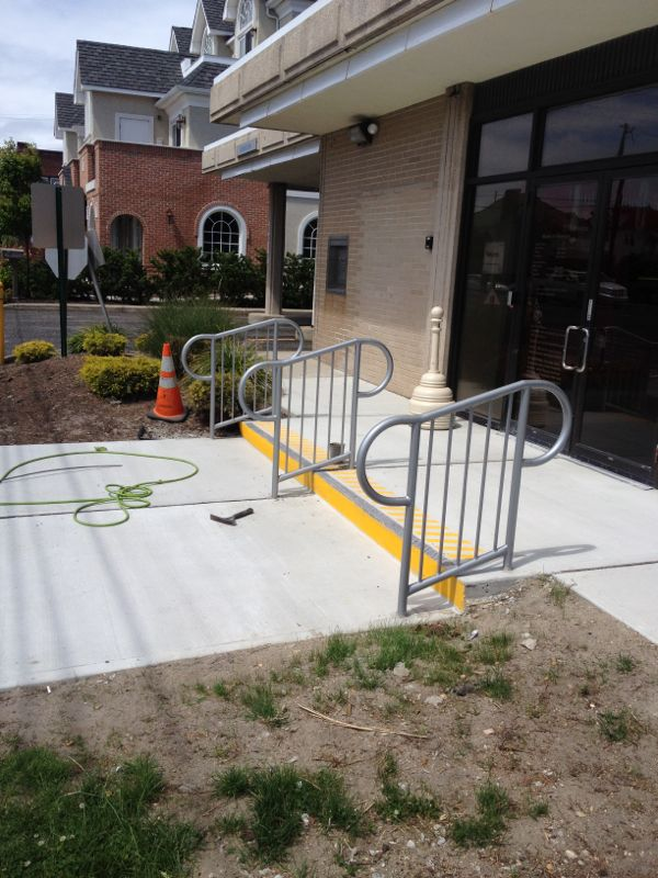 GALVANIZED STEEL STORE ENTRANCE HAND RAIL