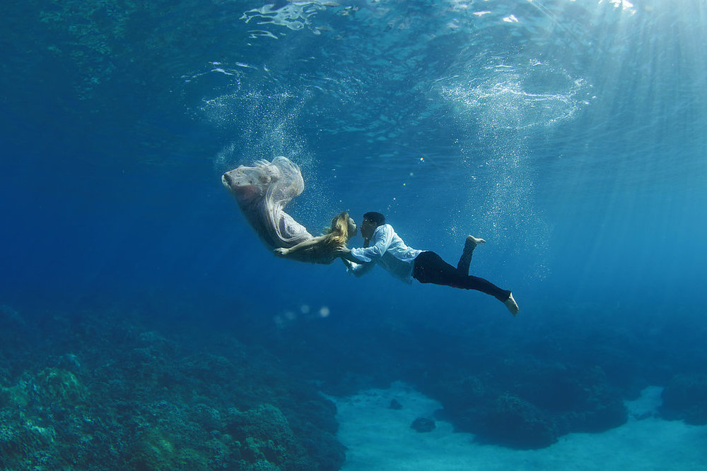 Underwater wedding photography. Silke, beaded pink wedding dress. Hawaii. Trash the Dress. Maui. Clear water. Free Divers. Destination wedding.    Mermaid.  Cute couple. Relationship goals. Engagement shoot. love. aloha. kissing. Fish kiss.