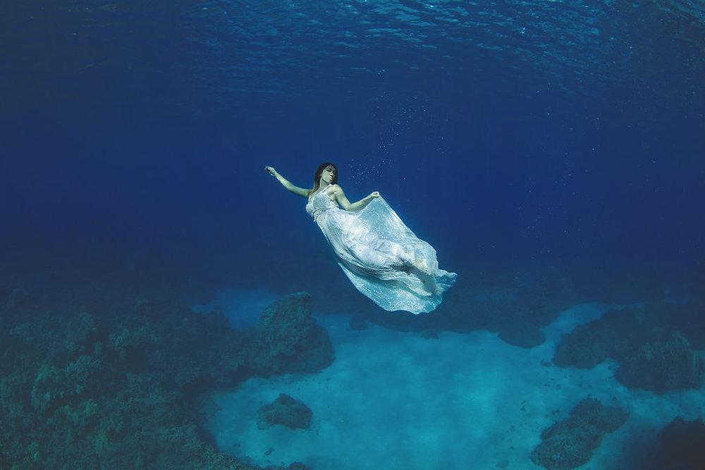 Underwater-Trash-Dress-Joelle-Perry-Gown-Maui-31.jpg