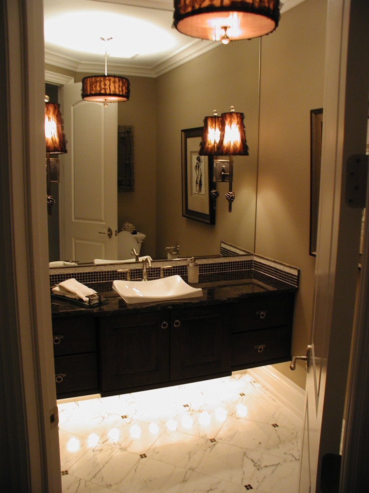 Bathroom design with decorative lighting fixtures.