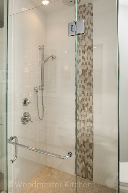 Shower design with tile feature
