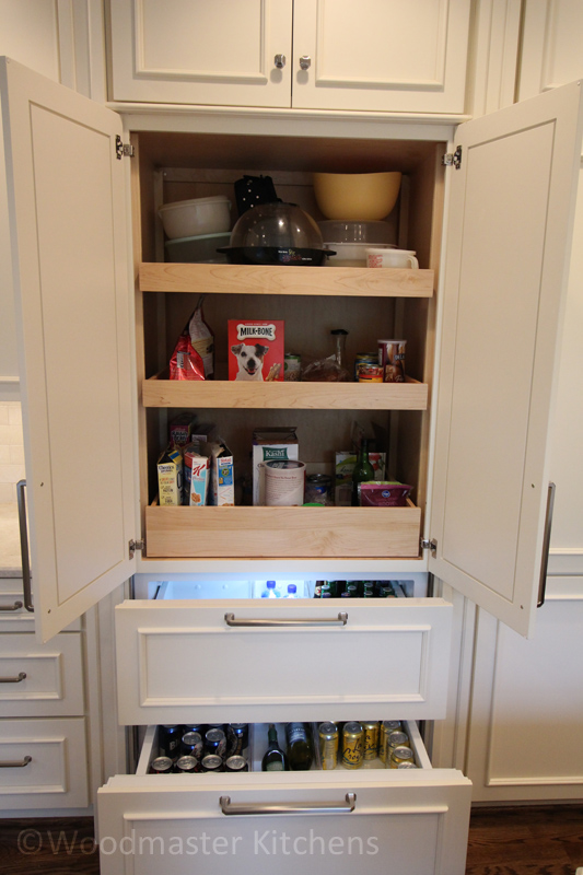 Kitchen storage with pull out shelves