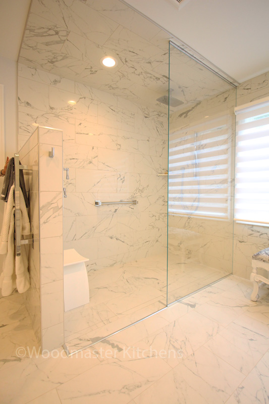Bathroom design with large, curbless shower and shower seat