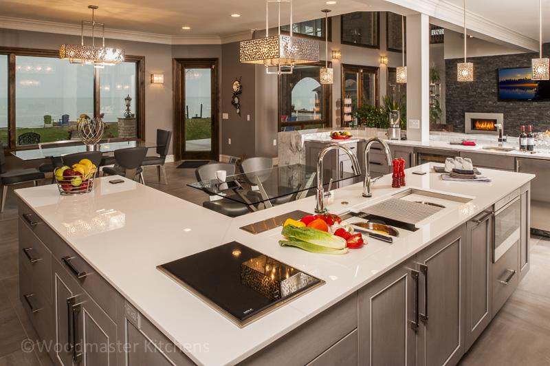 Kitchen design with three sinks.