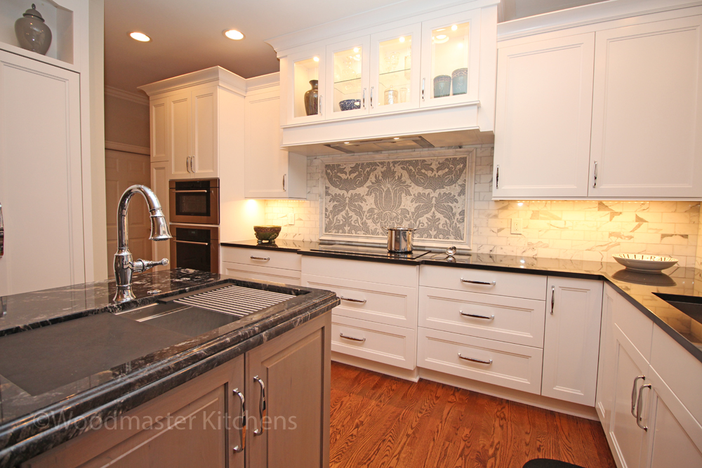Traditional kitchen design with calacatta backsplash.