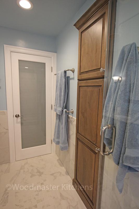 Recessed linen cabinet