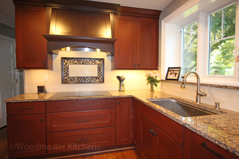 traditional kitchen design with medium wood cabinetry