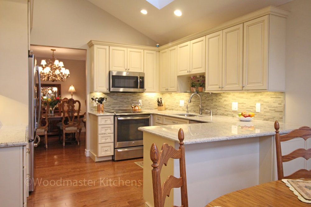 Kitchen design with peninsula