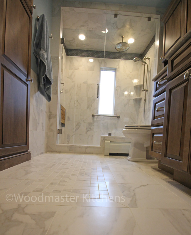 Bath design with tile floor