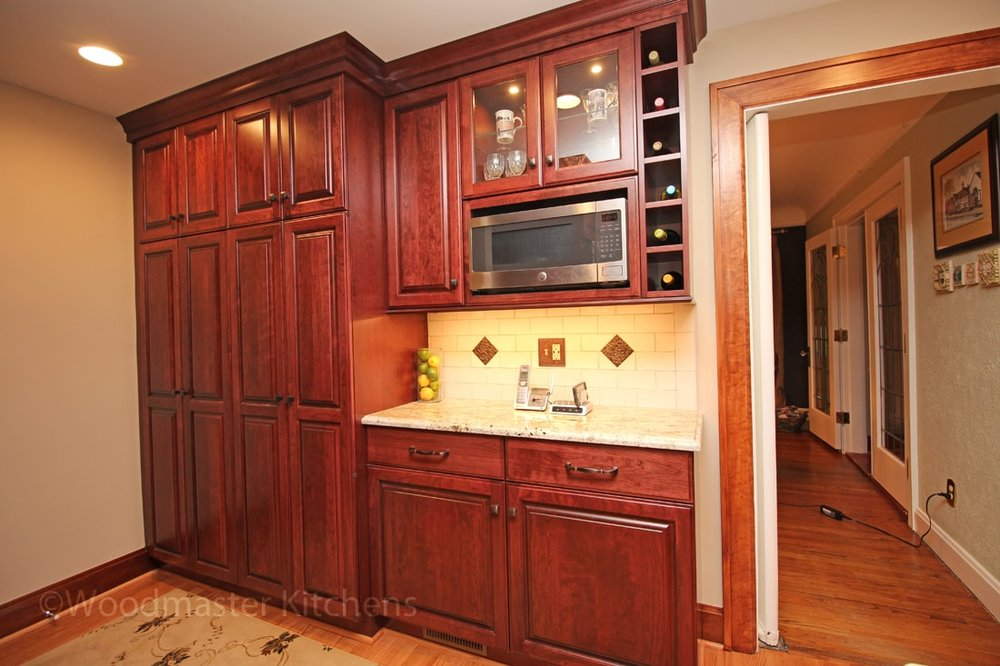 Traditional kitchen design with beverage bar