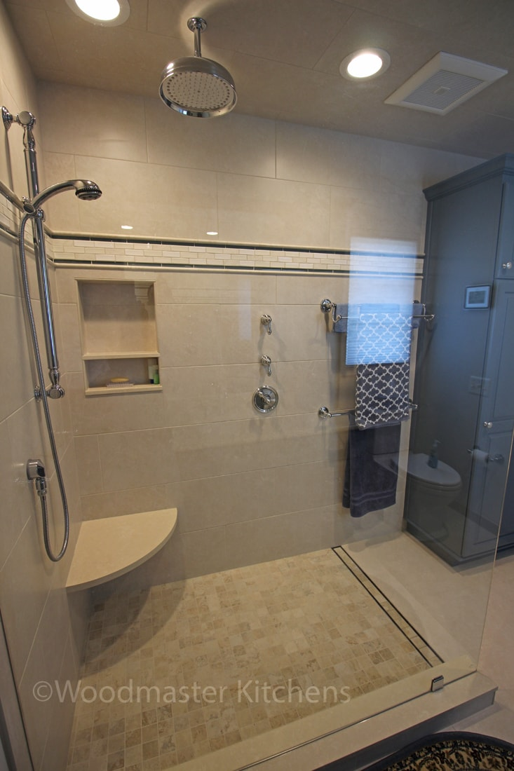 Shower with storage niche