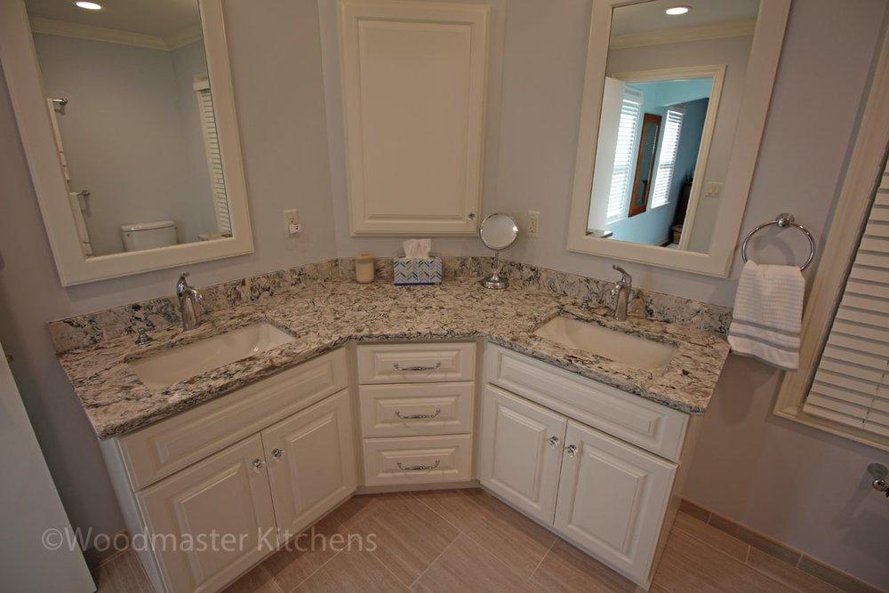 Corner vanity cabinet storage