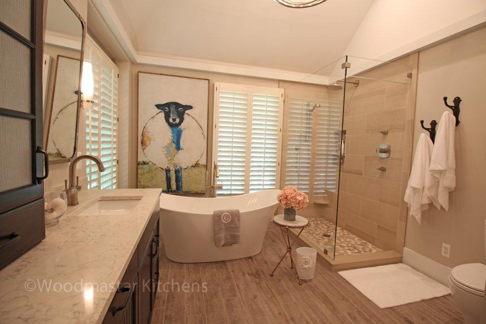 bathroom design with wood effect floor