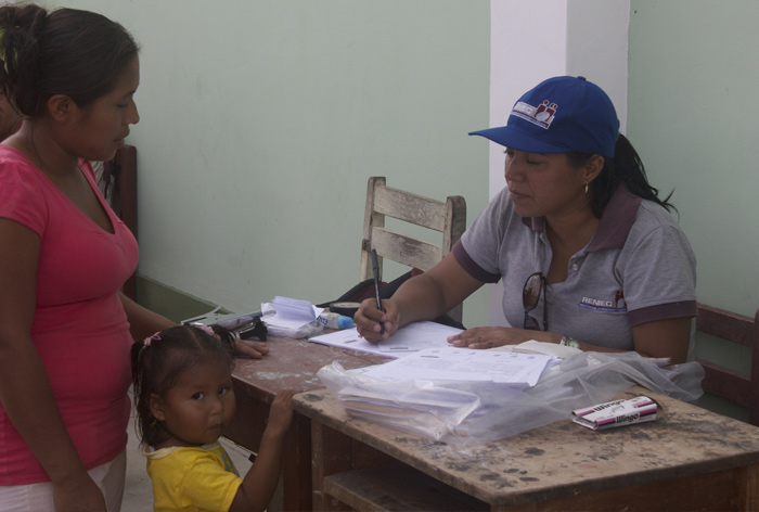 A toddler being registered for her DNI in Llanchama.