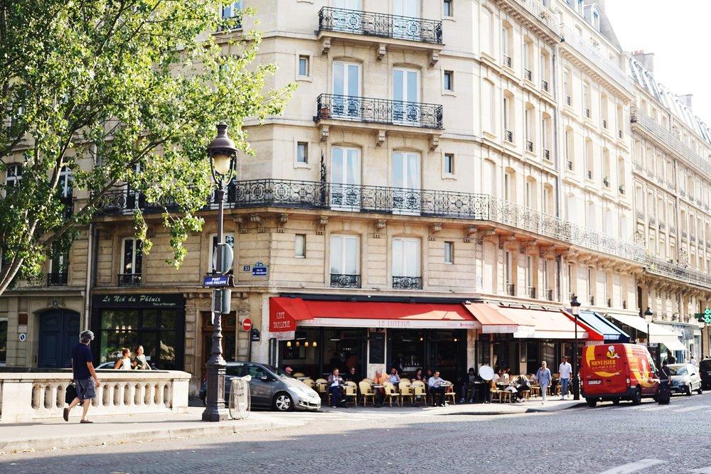 travel blogger hikari paris city guide what to do