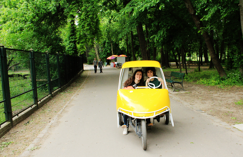 Going through Margaret Island // Margit-sziget in our lil' automobile