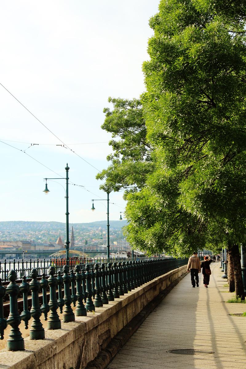 Περπατώντας πλάι στον Δούναβη από την μεριά της Πέστης - Walking by Danube, Pest side