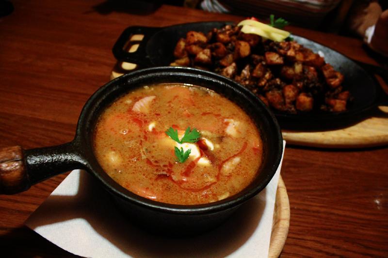 Για σούπα φασολιών στο Fatal - In Fatal restaurant enjoying quite-a-lot pea soup