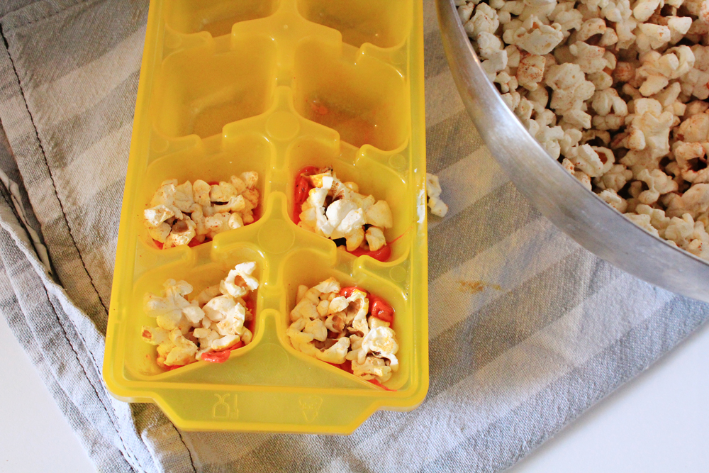 Pic1: Fill the trays with cheese and popcorns