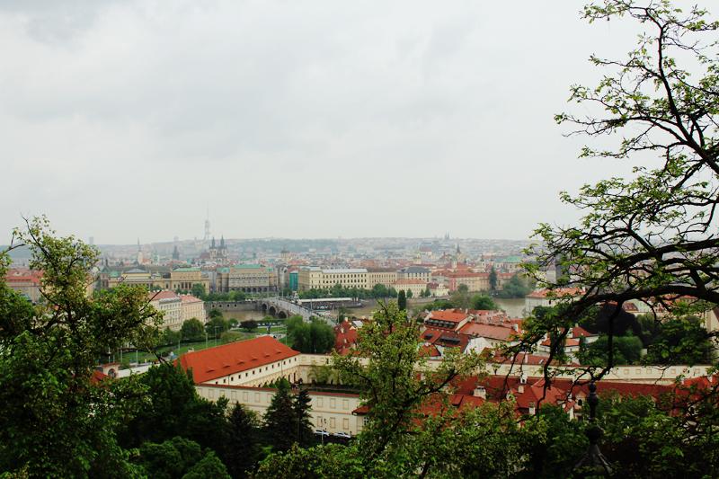 Η θέα της Πράγας από το παλάτι του Καρόλου.jpg