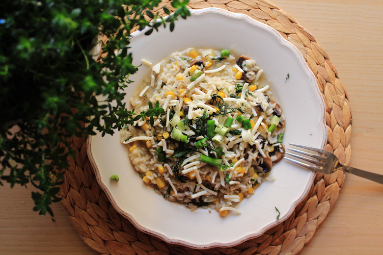 ανοιξιάτικο ριζότο με μανιτάρια, καλαμπόκι, κρεμμυδάκια και κατσικίσιο τυρί