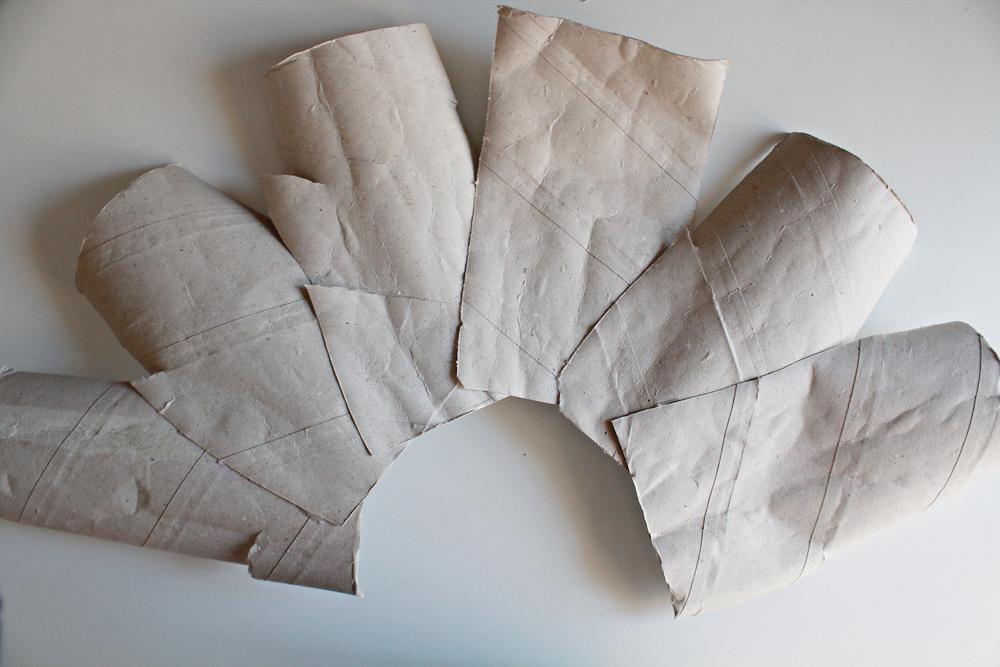 Φτιάξε ένα ανακυκλώσιμο φωτιστικό από ρολά χαρτιού κουζίνας & αλουμινόχαρτο 4.jpg