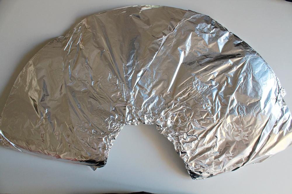Φτιάξε ένα ανακυκλώσιμο φωτιστικό από ρολά χαρτιού κουζίνας & αλουμινόχαρτο 5.jpg