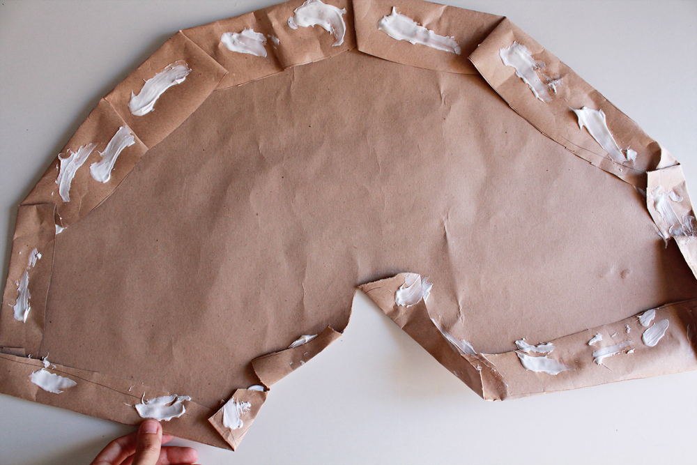 Φτιάξε ένα ανακυκλώσιμο φωτιστικό από ρολά χαρτιού κουζίνας & αλουμινόχαρτο 6.jpg