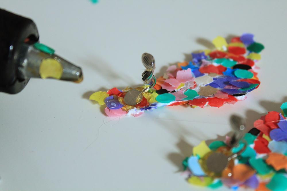 Χειροποίητα πολύχρωμα σκουλαρία με κομφετί διαδικασία | In Whirl of Inspiration