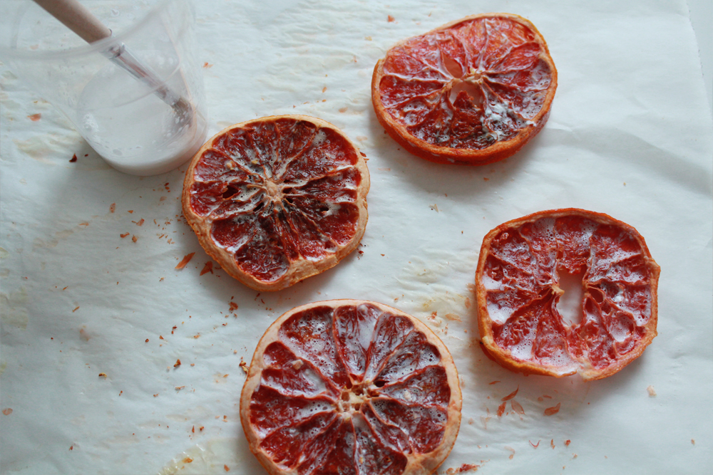 How to make coasters from dried blood orange slices (via inwhirlofinspiration.com) 4