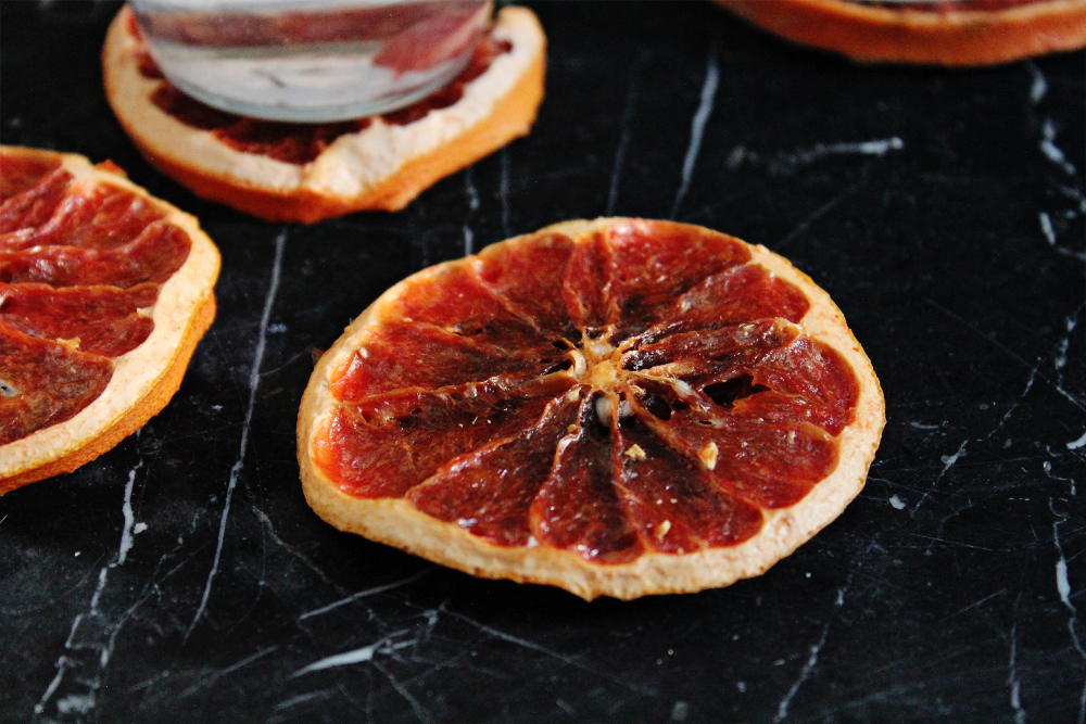 How to make coasters from dried blood orange slices (via inwhirlofinspiration.com) 5