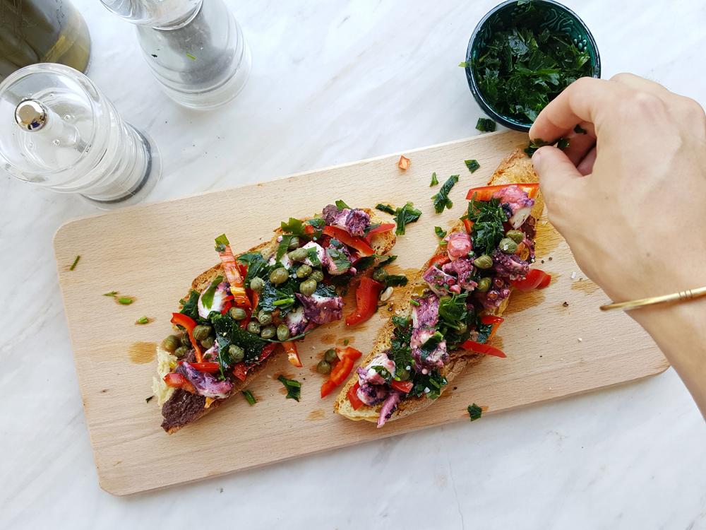Λεμονάτο σάντουιτς με χταπόδι σεβίτσε με πιπεριές και κάπαρη | από IN WHIRL OF INSPIRATION