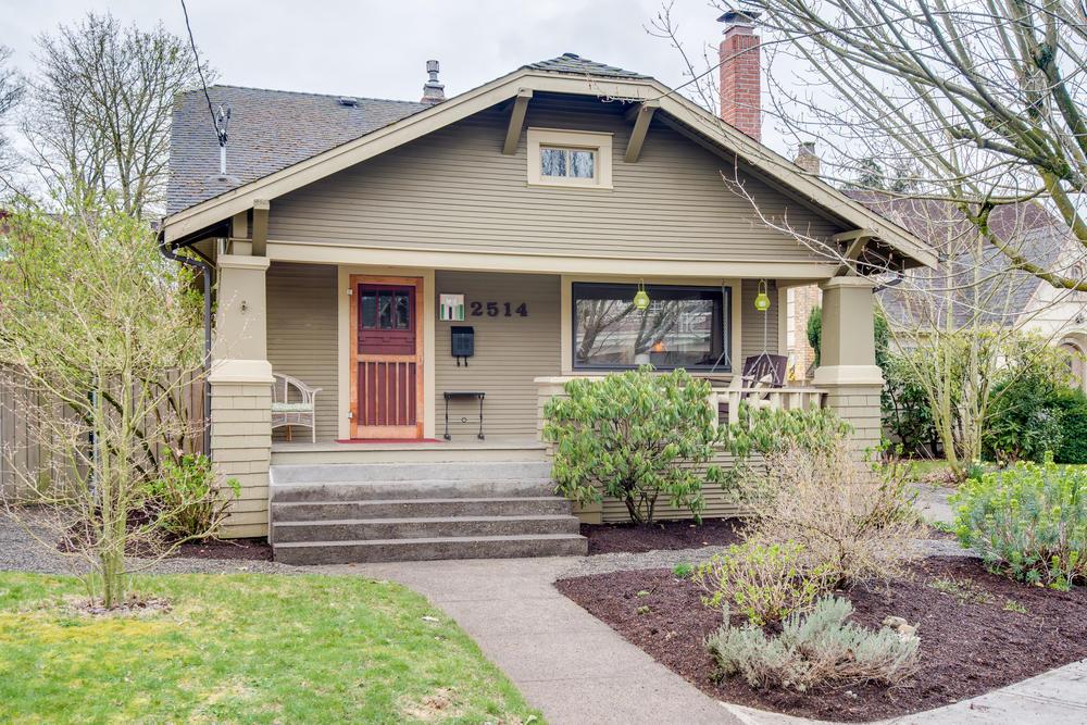 2514 NE Mason St Portland OR-print-002-Front of Home-4200x2804-300dpi.jpg
