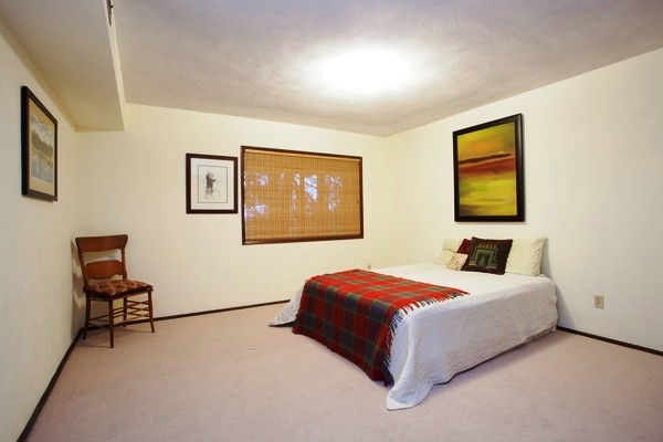 sw bridlemile guest bedroom.jpg