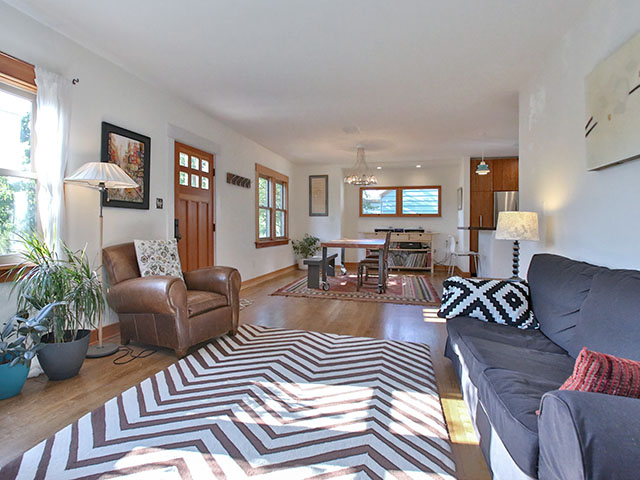02-living room.jpg