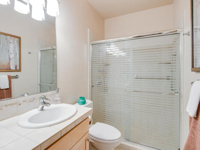 1009 NW Hoyt St Portland OR-MLS_Size-015-Bathroom-640x480-72dpi.jpg