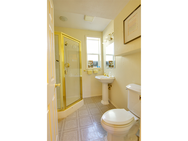3rd bathroom.jpg