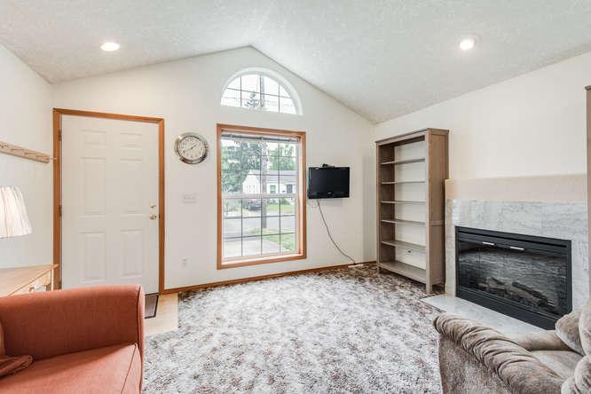 5625 SE Malden St Portland OR-small-004-4-Living Room-666x445-72dpi.jpg