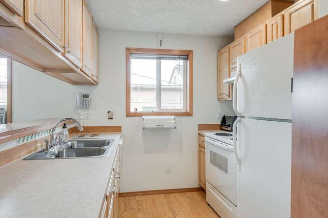 5625 SE Malden St Portland OR-small-010-15-Kitchen-666x445-72dpi.jpg