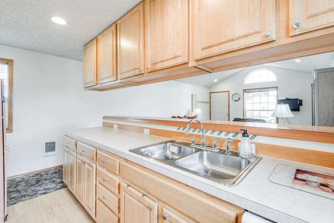 5625 SE Malden St Portland OR-small-011-14-Kitchen-666x445-72dpi.jpg