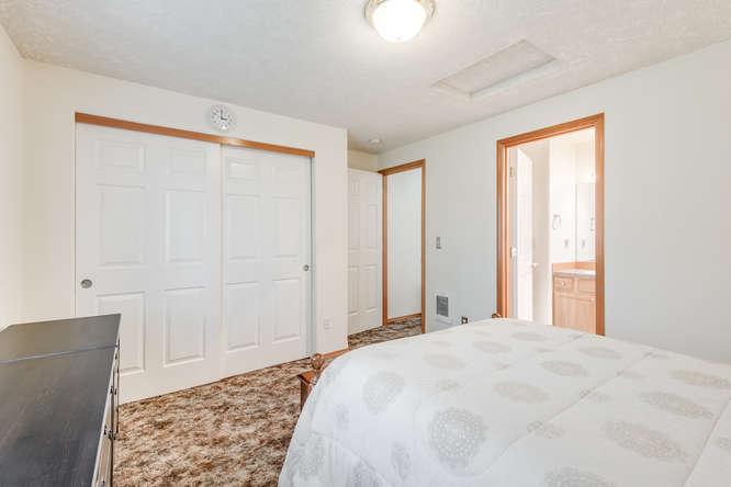 5625 SE Malden St Portland OR-small-013-13-Master Bedroom-666x445-72dpi.jpg