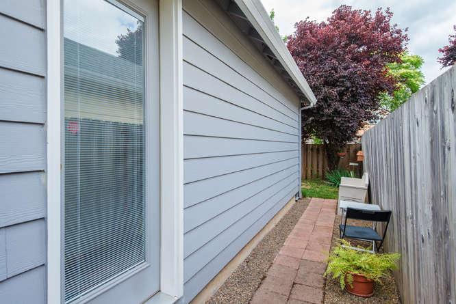 5625 SE Malden St Portland OR-small-017-18-Back Yard-666x445-72dpi.jpg