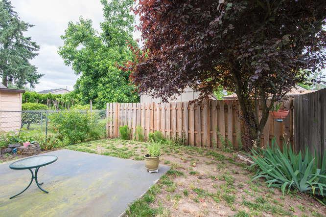 5625 SE Malden St Portland OR-small-018-17-Back Yard-666x445-72dpi.jpg