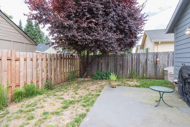 5625 SE Malden St Portland OR-small-019-19-Back Yard-666x445-72dpi.jpg