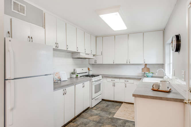11242 E Burnside St Portland-small-009-9-Kitchen-666x445-72dpi.jpg