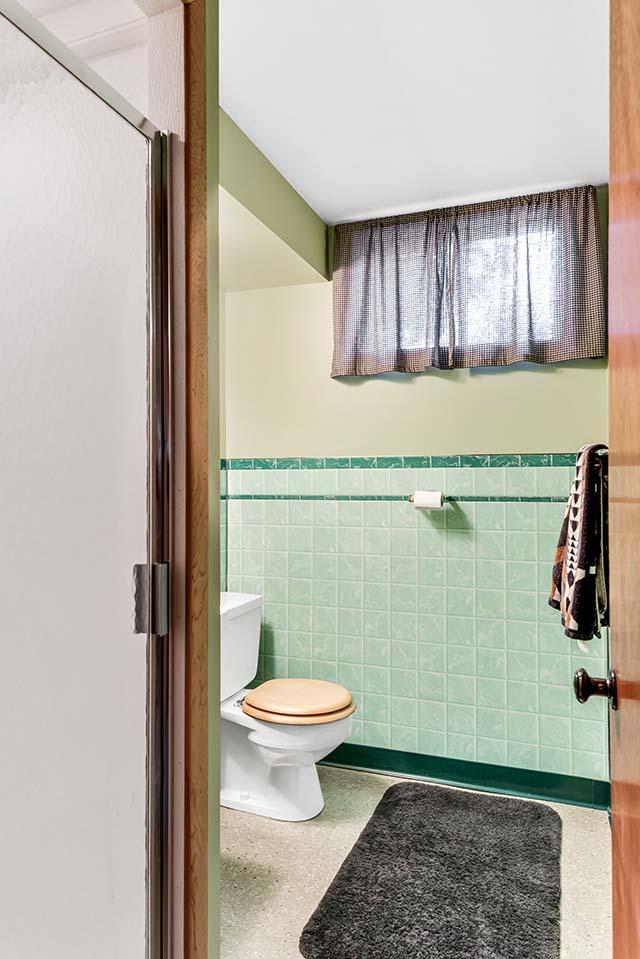 11227 NE Morris St Portland OR-print-022-9-Bathroom-2365x3543-300dpi.jpg