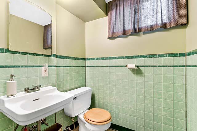 11227 NE Morris St Portland OR-print-023-25-Bathroom-4200x2803-300dpi.jpg