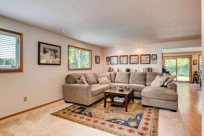 14804 NE Newport St Portland-small-014-14-Family Room-666x445-72dpi.jpg