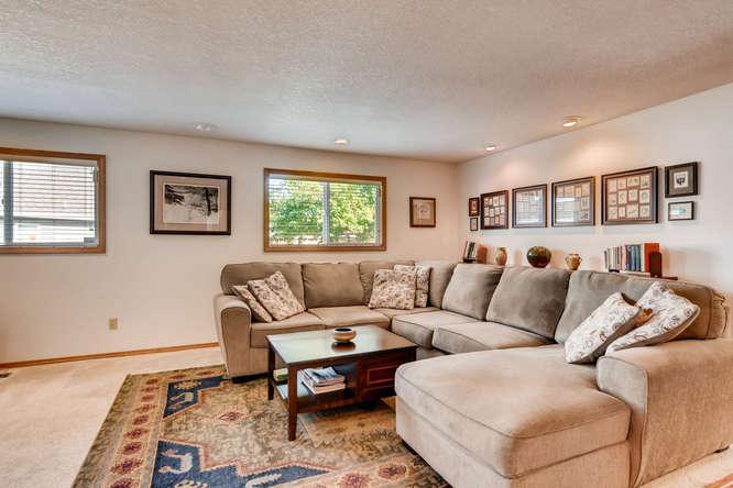 14804 NE Newport St Portland-small-015-18-Family Room-666x445-72dpi.jpg