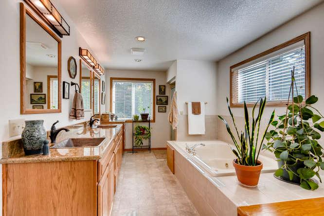 14804 NE Newport St Portland-small-018-19-Master Bathroom-666x445-72dpi.jpg